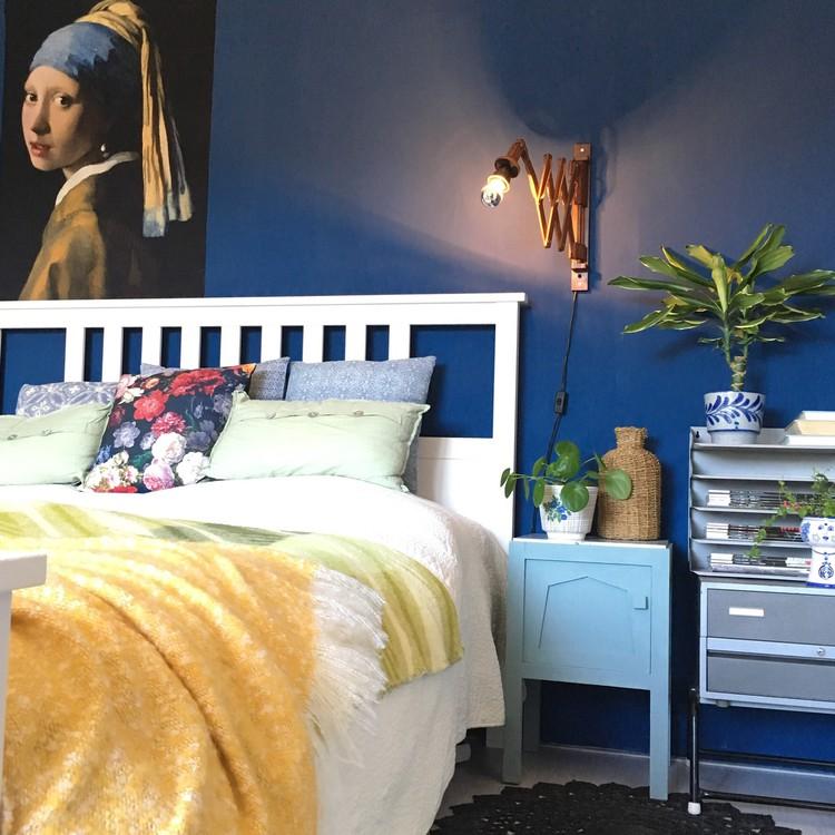 slaapkamer-blauwe-muur-kunst