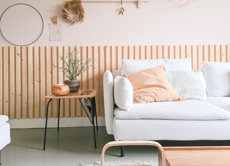 Trend: houten latjes als wandpaneel en roomdivider