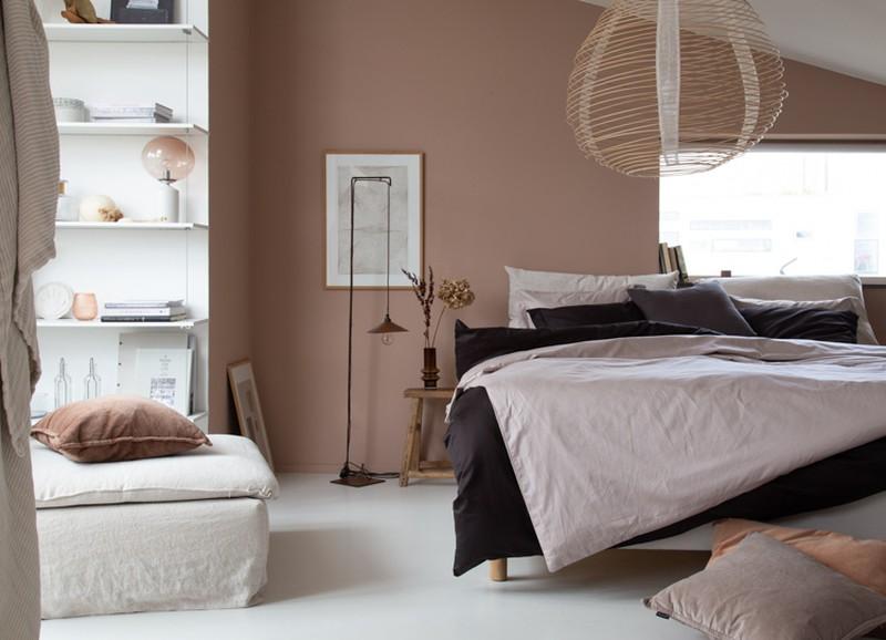Binnenkijken in een knusse & neutrale slaapkamer