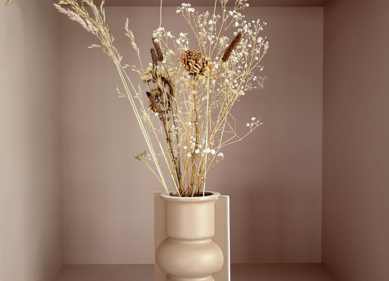 Shoppen: vazen met bijpassende droogbloemen voor in jouw herfstinterieur