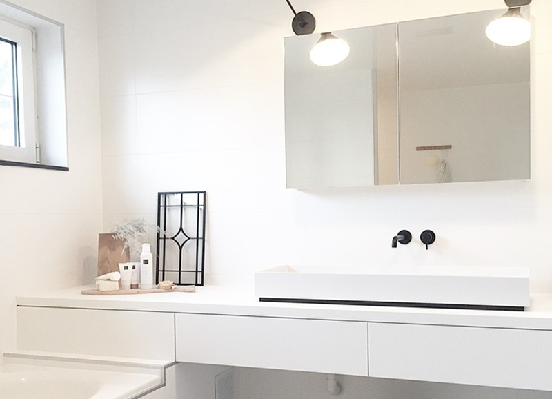 Zo maak je een simpele witte badkamer (nog) mooier