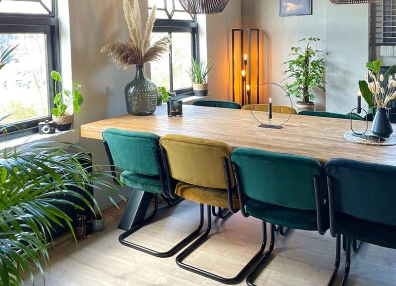 Tips om verschillende kleuren stoelen te combineren