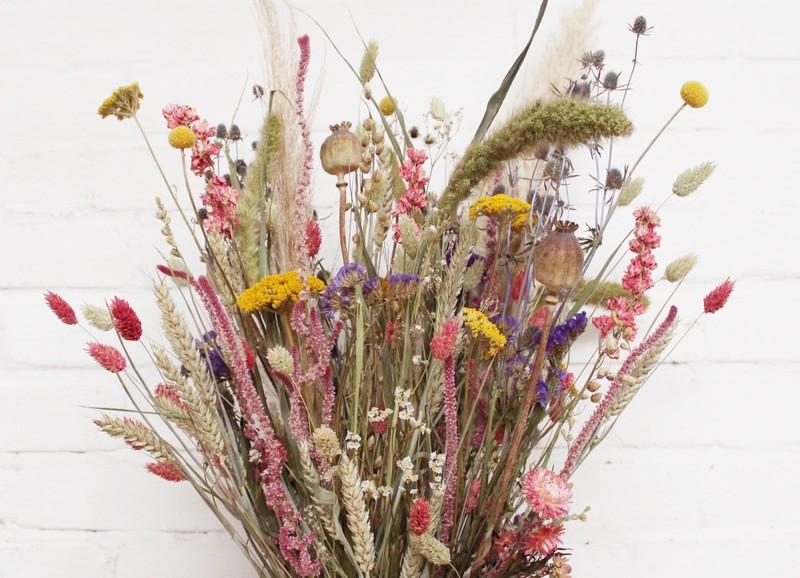 Dit zijn de beste (en makkelijkste) manieren om bloemen te drogen