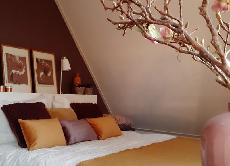 4x zo style je een slaapkamer met een donkere muur
