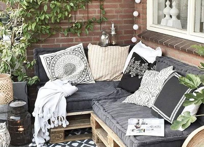 Tover je balkon om in een mini loungeplek