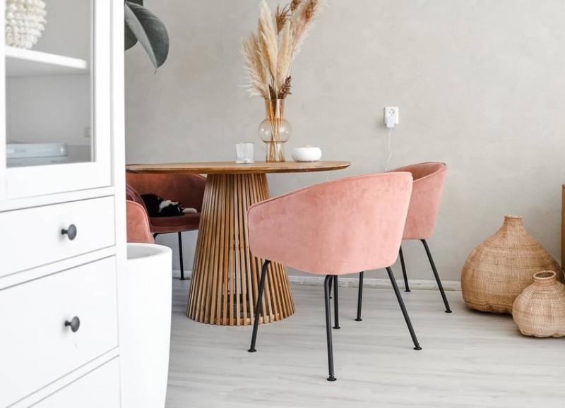 Zo combineer je fluwelen stoelen met een natuurlijk bohemien interieur
