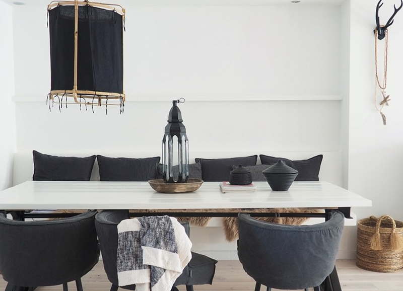 Shop the look: witte eetkamer met donkere meubels