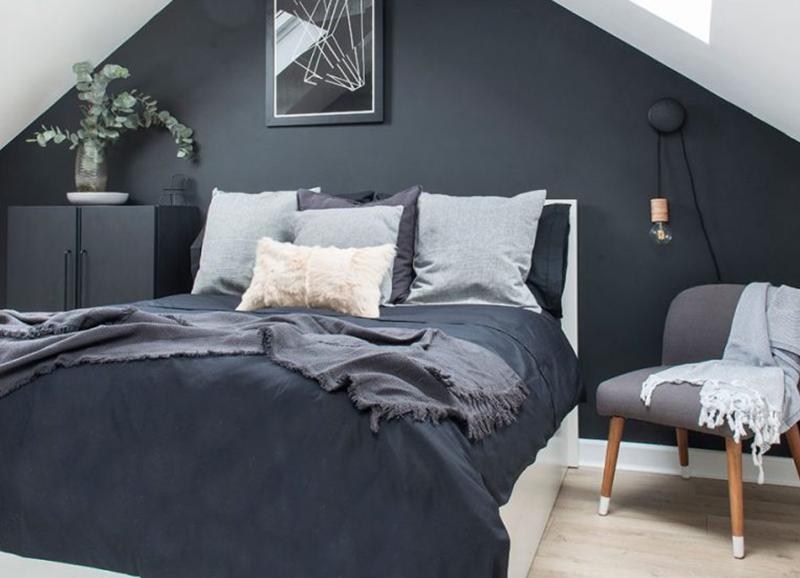 Binnenkijken: twee prachtige donkere slaapkamers