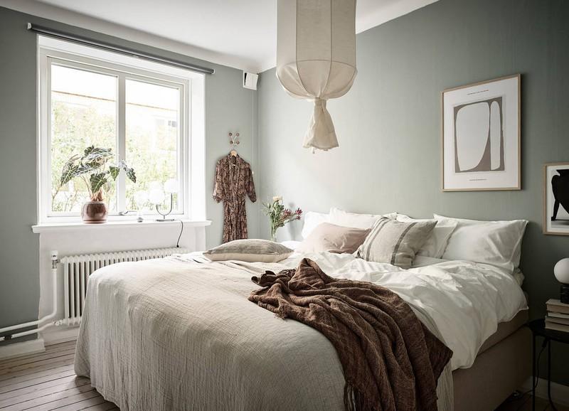 Shop the look: knusse slaapkamer met vergrijsd groen