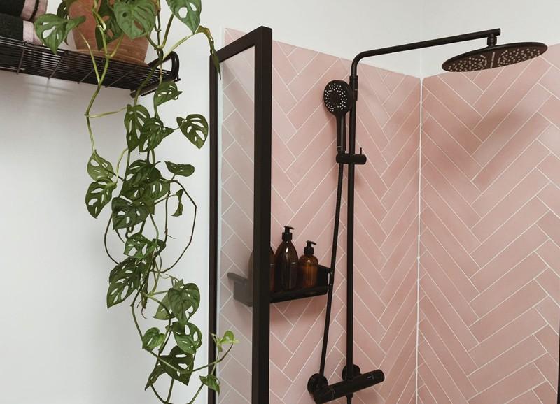 Trend: badkamers met visgraattegels